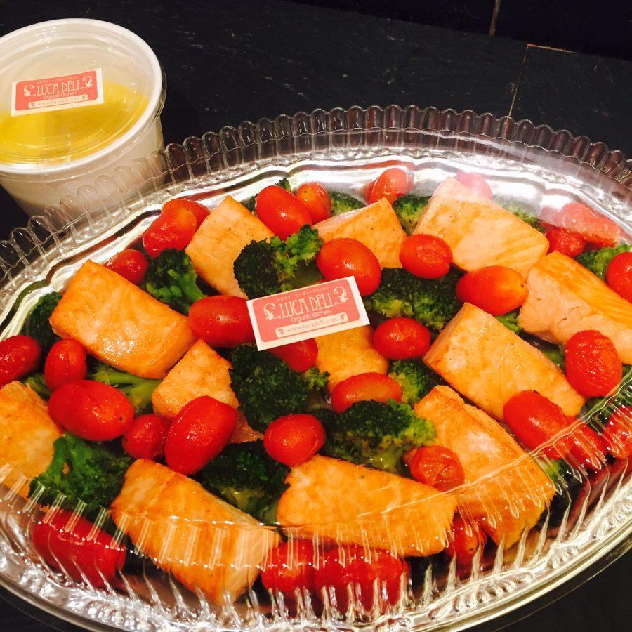 Natural salmon, veggies and saffron sauce